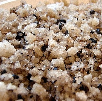 black-hawaiian-sea-salt